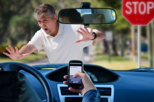 Can I Use a Cell Phone While Driving in Arizona
